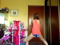 young girl twerk