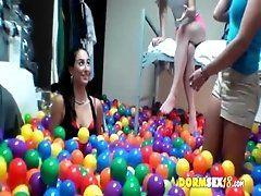 Game of balls - DareDorm 000