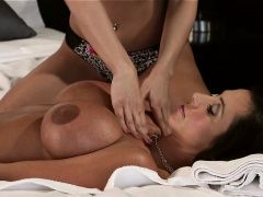 Teen masseuse rubs tits