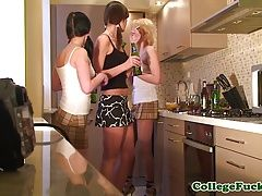 College teens grinding at dorm...