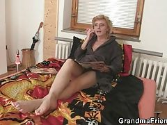 Old bitch pleases two delivery men
